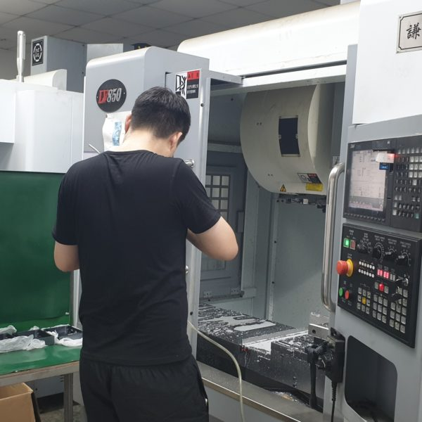 Productie in China. CNC frezen