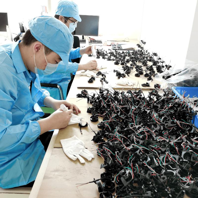 Samenbouwen van mechanische en elektronische producten in China